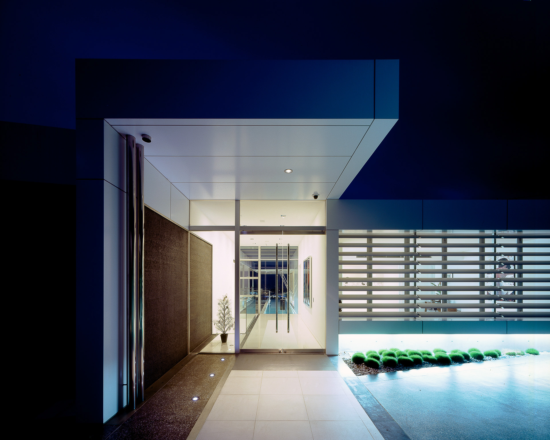 nightime house, luxury, ultramodern house, alucabond, futuristic, monolithic, cast concrete, sunshine coast, minka joinery