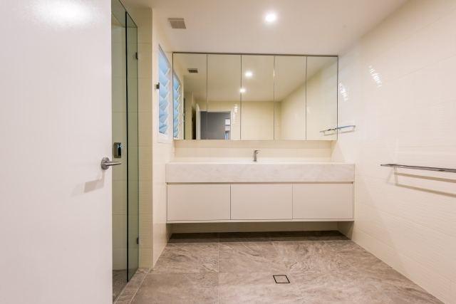 Luxury bathroom, white granite, white 2 pack, vanity, luxury interiors, minka joinery, Cowan Constructions, brisbane, queensland