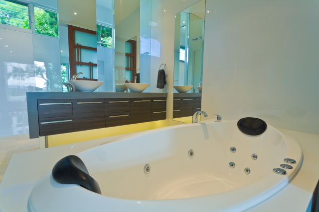bathroom, bath, bathtub, vanity, ensuite, new age veneers, caesarstone, mirror, luxury, minka joinery